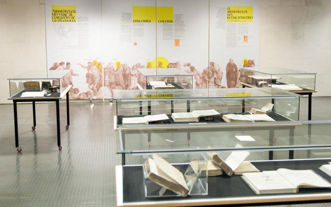 Inaugurada en la Biblioteca de la ULL una exposición que repasa la figura de Aristóteles a través de la bibliografía